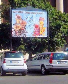 Roma Parioli - Viale Maresciallo Pilsudski a mt. 100 dopo Via di San Valentino su spartitraffico - SPQR 300X200 per 14 giorni