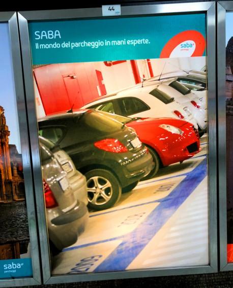 Galleria pedonale Piazza di Spagna pubblicità cartello 108x165cm indoor per 30 giorni Parcheggio Villa Borghese Roma - SABA