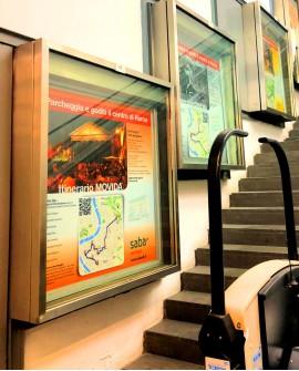 Galleria pedonale Via Veneto scala mobile pubblicità n.7 Vetrine indoor per 30 giorni Parcheggio Villa Borghese Roma - SABA