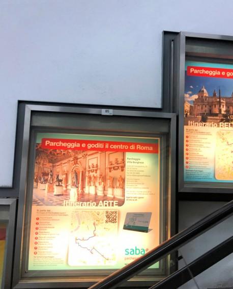 Galleria pedonale Via Veneto pubblicità n.1 Vetrina 140x157x12cm indoor per 30 giorni Parcheggio Villa Borghese Roma - SABA