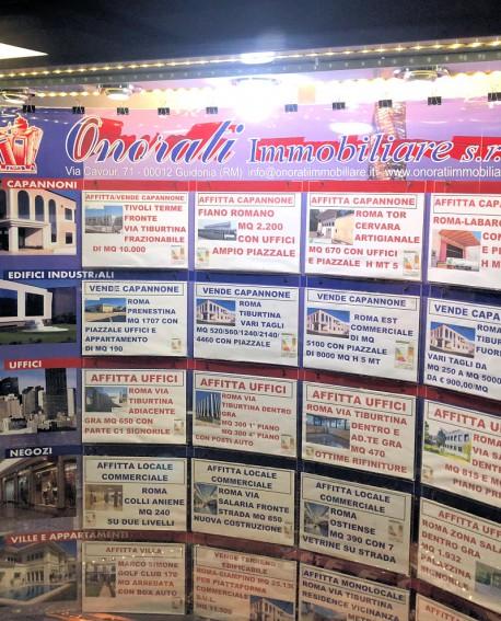 Galleria pedonale Piazza di Spagna pubblicità Bacheca 185x164x70cm indoor per 30 giorni Parcheggio Villa Borghese Roma - SABA