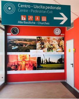 Galleria pedonale piazza Santa Chiara Assisi pubblicità cartello 300x195 indoor per 30 giorni Parcheggio Mojano Assisi - SABA