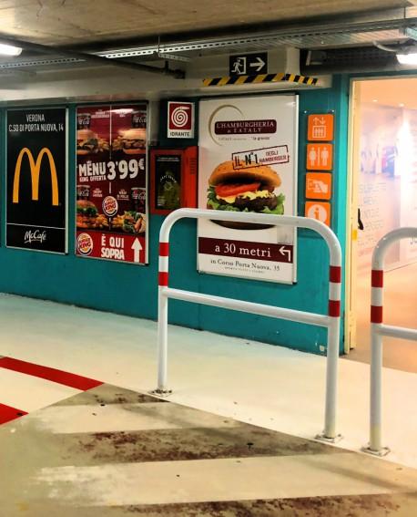 Passaggio pedonale alla Biglietteria, pubblicità cartello 100x140cm indoor per 30 giorni - Parcheggio Arena Verona - SABA Veron