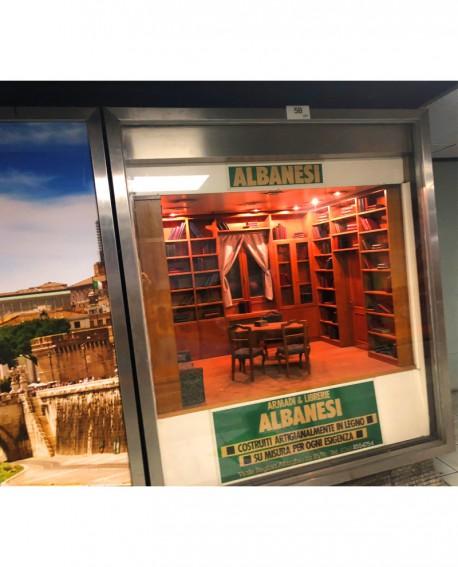 Galleria pedonale Piazza di Spagna pubblicità Vetrina 188x164x70cm indoor per 30 giorni Parcheggio Villa Borghese Roma - SABA