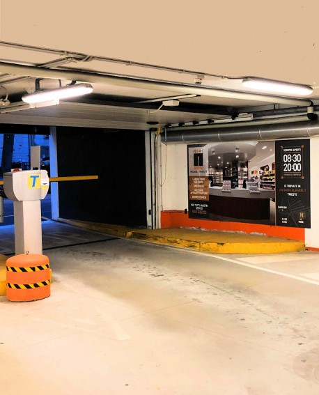 Cartello pubbicitario 300x200cm indoor per 30 giorni USCITA Parcheggio IL GIULIA Trieste - SABA