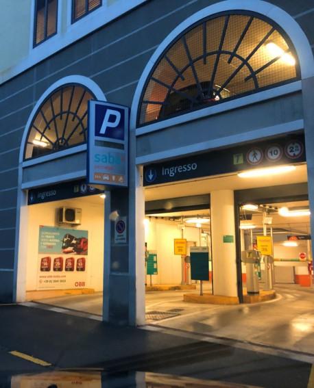 Cartello pubbicitario 200x200cm indoor per 30 giorni USCITA Parcheggio Ospedale Maggiore Trieste - SABA